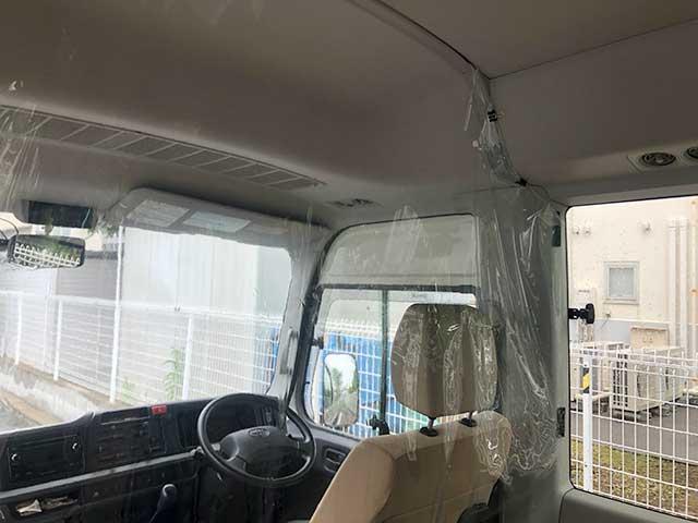 スクールバス 運転席のビニールカーテン設置